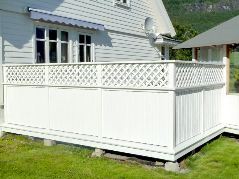 Terrasse en bois blanche